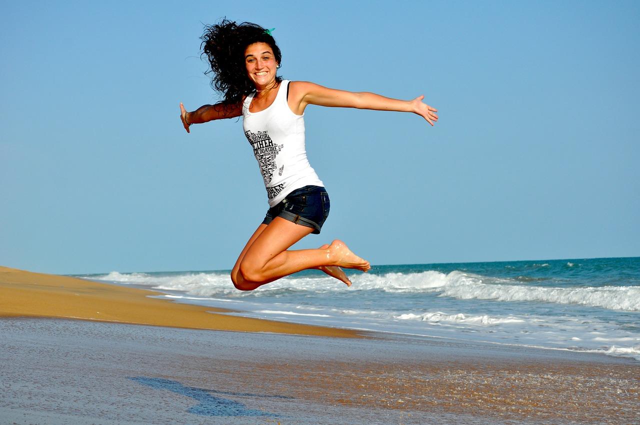 alegría después de entrenar por la mañana con poco tiempo para hacer ejercicio